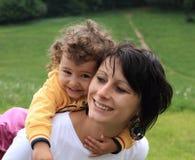 Mamá y niño felices de la madre Imagen de archivo
