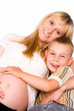 Mamã com o filho no sofá Fotografia de Stock
