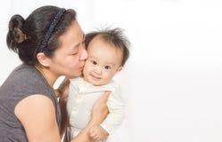 Mamã e bebê asiáticos Imagem de Stock Royalty Free
