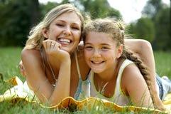 Mamã e filha engraçadas Fotografia de Stock Royalty Free