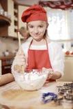 Mamã e filha na cozinha Imagem de Stock Royalty Free