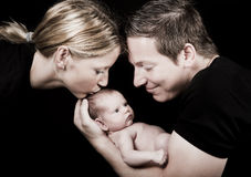 Mamã e paizinho novos com bebê Fotos de Stock