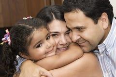 Mamã e paizinho que jogam com sua filha Imagem de Stock