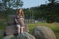 Mamã futura do redhead Fotografia de Stock