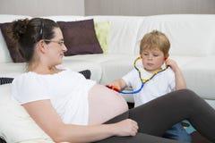 Mamã grávida Imagem de Stock Royalty Free