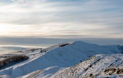 Mam-Felsen, der schneebedeckte Hügel im Höchstbezirk auf einem kalten Morgen im Januar 2019 lizenzfreie stockfotografie