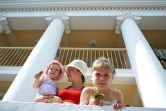 Mam3a con las hijas Fotografía de archivo libre de regalías