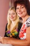 Mama con el retrato adulto de la hija Fotos de archivo