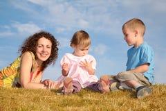 Mama con los niños Fotografía de archivo