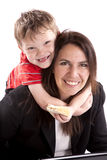 Mama de funcionamiento con el hijo y el emparedado Imágenes de archivo libres de regalías