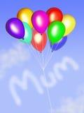 Mama in den Wolken mit Ballonen Lizenzfreie Stockbilder