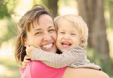 Mama e hija imagen de archivo libre de regalías