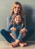 Mama e hija foto de archivo libre de regalías