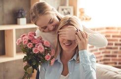 Mama e hija adolescente Foto de archivo