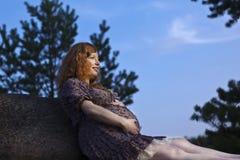 Mama futura del redhead Foto de archivo libre de regalías