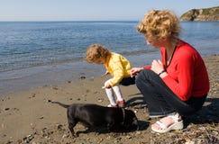 Mama, hija y perro Fotografía de archivo libre de regalías