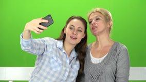 Mama i córka robimy selfie zielony ekran zbiory wideo