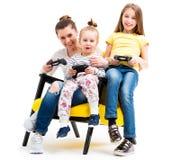 Mama i córki bawić się konsolę Fotografia Stock