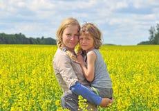 Mama mit einem Sohn Lizenzfreies Stockfoto