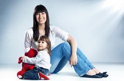 Mama mit Kindern stockfotografie