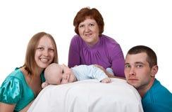 Mama, papá y abuela con un bebé Foto de archivo