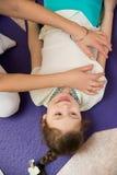 Mama robi córka masażowi przy gym Obraz Royalty Free