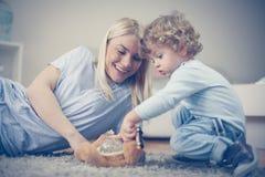 Mama sztukę z jej chłopiec Zdjęcie Royalty Free