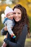 Mama Trzyma Roześmianego dziecka zdjęcia stock
