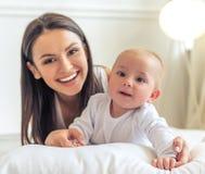 Mama y bebé foto de archivo libre de regalías