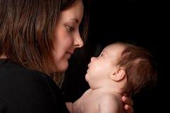 Mama y bebé en perfil Fotos de archivo libres de regalías
