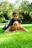 Mama y muchacho imagenes de archivo