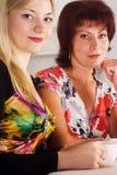 Mama y su hija adulta Imagen de archivo libre de regalías