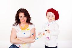 Mama z młodym artystą zdjęcie stock