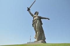 Mamaev库尔干和雕塑祖国-母亲叫 免版税库存图片
