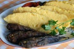 Mamaliga con i pesci Fotografia Stock Libera da Diritti