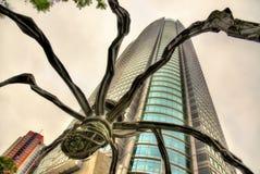 Maman、一个蜘蛛雕塑和Mori塔在六本木新城 免版税库存照片