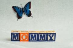 Maman écrite avec les blocs colorés d'alphabet Photo libre de droits