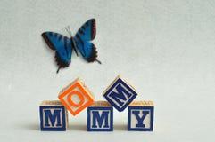 Maman écrite avec les blocs colorés d'alphabet Photos libres de droits