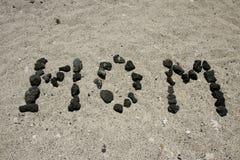 Maman écrite sur la plage Images libres de droits