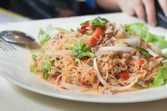 MAMAN épicée de salade de nouilles instantanées YUM comme nourriture de fusion Image libre de droits
