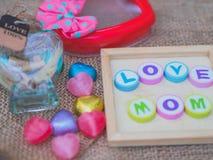 Maman d'amour écrite avec les blocs colorés d'alphabet Photos libres de droits