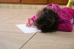 Maman d'amour de l'écriture I de petite fille Photo stock