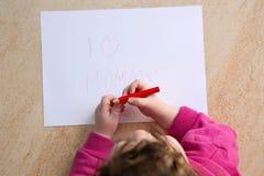 Maman d'amour de l'écriture I de petite fille Photos stock