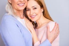 Maman de maternité de maman de chaleur de maternité chérie aimée étroite de maman Photos libres de droits