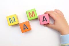 Maman de mot sur des cubes photo stock