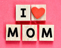 Maman en bois d'amour des lettres I Photo stock