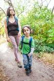 Maman et bébé de voyage Image libre de droits