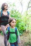 Maman et bébé de voyage Images libres de droits