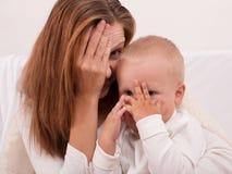 Maman et bébé garçon heureux Photographie stock libre de droits