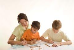 Maman et enfants heureux Images stock